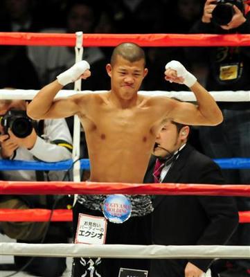 亀田興が1年ぶり国内戦で2回KO勝ち!