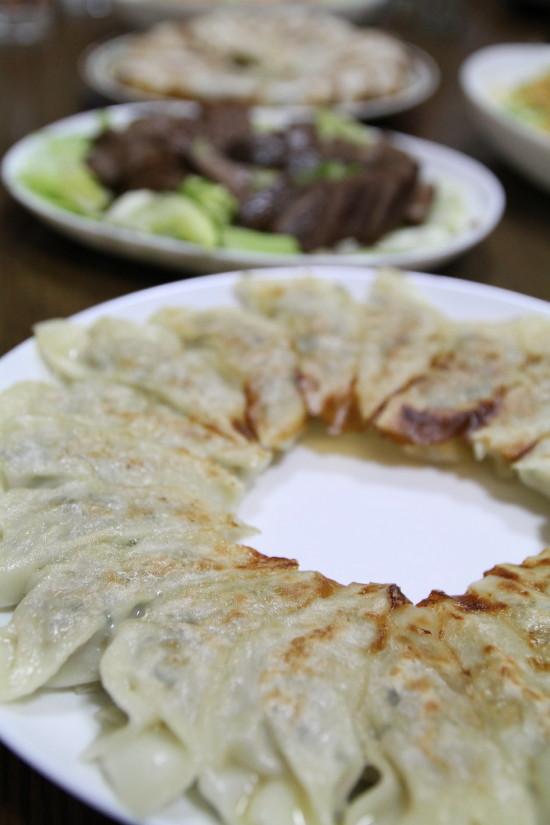 【Denner】実家の手作り餃子とレバー煮(写真食堂)