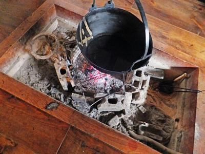 かやぶき 囲炉裏